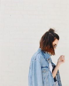 How to nail the 'effortless' half bun Photography Poses, Fashion Photography, Half Bun, Chignon Bun, Street Style Outfits, Foto Pose, Insta Photo, Mode Inspiration, Easy Hairstyles