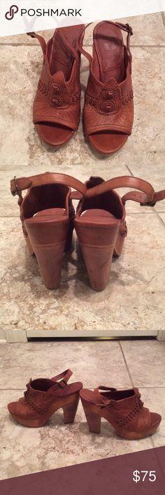 Frye cognac size 7 sandals Frye size 7 cognac sandal..barely worn Frye Shoes Sandals