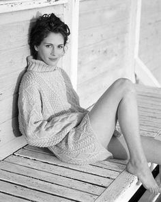 Julia Roberts in cable knit Julia Roberts, Hollywood, Audrey Hepburn, American Actress, Lady, Role Models, Pretty Woman, Photography Poses, Actors & Actresses