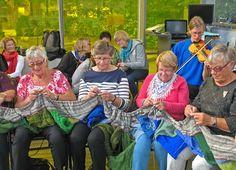 Knitting in circle