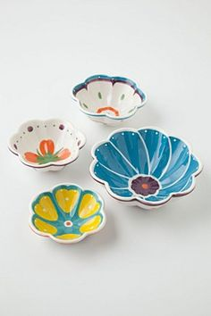 Painted Bloom Measuring Cups from anthro Dining Ware, Jolie Photo, Plates And Bowls, Measuring Cups, Ceramic Art, Stoneware, Decorative Bowls, Tea Pots, Decoration