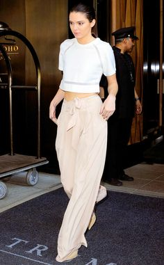 Kendall Jenner wears the perfect breezy summer outfit!