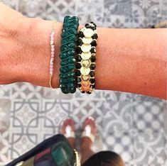 Kombiniere nach Lust und Laune - Bracelets in grün, rosa, gold und schwarz #tarastyle #jewelry #bracelet #armband #schmuck Beaded Bracelets, Jewelry, Style, Fashion, Dusty Pink, Chain, Bracelet, Black, Swag