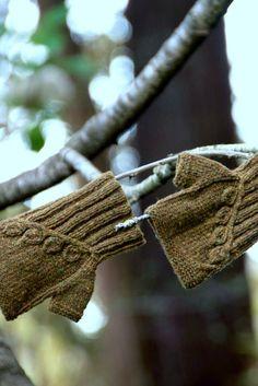 Botanical Knits - By Alana Dakos of Never Not Knitting Tunisian Crochet, Knit Crochet, Crochet Hats, Knit Mittens, Knitted Gloves, Handicraft, Knits, Crocheting, Eye Candy