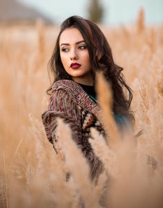 Sonnenuntergang-See – – girl photoshoot poses Outdoor Portrait Photography, Portrait Photography Poses, Photography Poses Women, Autumn Photography, Portrait Poses, Outdoor Portraits, Lifestyle Photography, Outdoor Fashion Photography, Lake Photography