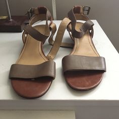 95c9882a270a 7.5 8.5 7 6.5 PIERRE DUMAS WHISKEY VEGAN LEATHER WEDGE SANDALS 6