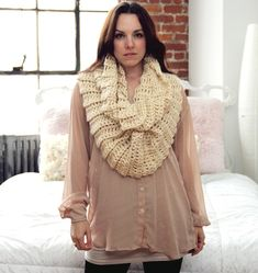 This EASY bulky RIBBED cowl looks great with jeans and a sweater for a trendy 'laid back' look, so much like the City of Portland! Fast, fun and functional! Great BEGINNER CROCHET PATTERN! This stylish INFINITY COWL is PERFECT for chilly days anywhere! A large hook and super bulky yarn m... pattern infin, scarf cowl, infinity scarfs, cowl crochet, infin cowl, chunki cowl, cowl scarf, crochet patterns, infin scarf
