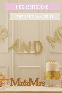 Die Farbe gold ist der perfekte Farbton für Eine Hochzeit. Wie bieten Euch im Shop eine große Auswahl an Dekoration in der Farbe gold an. Nicht nur perfekt perfekt zur goldenen Hochzeit.