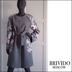 """Пальто прямого кроя ,тёмно-серое,100% шерсть, с нежной вышивкой """"Roses""""  Можно носить с поясом под , и очень стильно смотрится с . Сможем  исполнить в любом размере .  Заказать Whats app / Viber 89267378666  #embroidery #rose #roses #вышивка #пальто #Бривидо #brivido #moscow #конкурс #giveaway #красивоепальто #пальтовналичии #торт #coat #coats"""