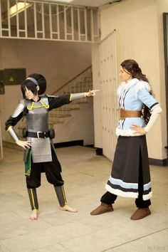 Katara and Toph Cosplay. Legend Of Korra, Avatar the Last Airbender Avatar Cosplay, Epic Cosplay, Amazing Cosplay, Cosplay Outfits, Cosplay Girls, Family Cosplay, Avatar Costumes, Anime Cosplay, Avatar Aang