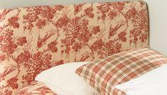 SENGEGAVL: En sengegavl kan gjøre mye for stemningen på soverommet ditt. Lag den selv, det er enklere enn du tror. Home Bedroom, Bedrooms, Bed Pillows, Pillow Cases, New Homes, Tapestry, Interior, Home Decor, Sewing