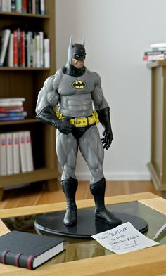 Sensual and grotesque Batman figurine. Batman Art, Batman Robin, Comic Books Art, Comic Art, Statues, Univers Dc, Batman Arkham Origins, Cosplay Anime, Batman The Dark Knight