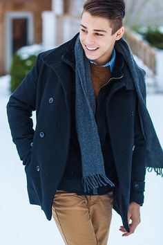 For those men who are just now to wearing scarves, must stick to a neutral to earthy palette and get a classy clean look .