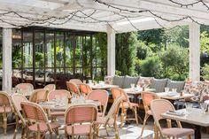 Mêlant un potager aromatique, un restaurant à la carte champêtre, une terrasse en plein soleil... L'Île est le spot idéal où se ressourcer le week-end. Visite guidée.