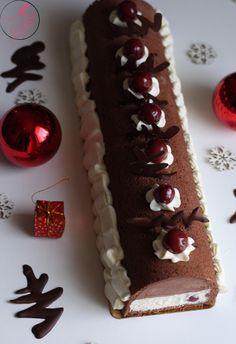 Comme souvent, et pour mon plus grand plaisir, on m'a demandé de m'occuper du dessert de Noël. J'ai donc choisi cette année de confectionnerune délicieuse bûche façon forêt noire…