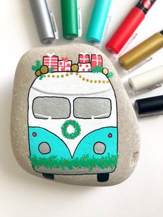 Fun Christmas painted rock idea. Tutorial includes step-by-step pics and supply list.