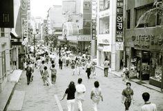 명동 거리 전경(1989년) 출처 : 서울사진 아카이브