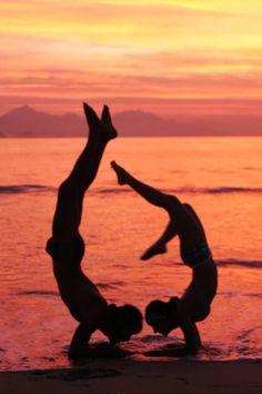 Vrishkásana em dupla | Yoga Bauru | SwáSthya Yôga | Marina Engler