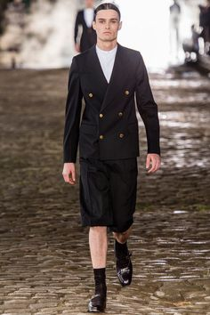 See the Alexander McQueen Spring/Summer 2014 Men's Collection show from London Fashion Week Fashion Brand, Love Fashion, Fashion Show, Mens Fashion, Fashion Design, Alexander Mcqueen, Vogue Paris, Man Skirt, Well Dressed Men