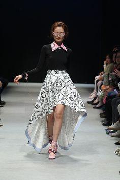 Chez Heezin F/W 2014 at Seoul Fashion Week Seoul Fashion, Korean Model, Lace Skirt, Vogue, Womens Fashion, Skirts, Designers, Sweet, Skirt