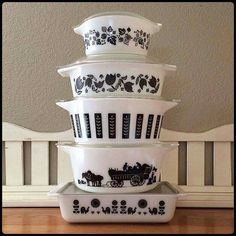 Black and white Pyrex patterns. The holy grail of Pyrex. Why must they have so many to torture us with? Vintage Pyrex Dishes, Antique Dishes, Vintage Kitchenware, Vintage Glassware, Kitsch, Pyrex Display, Rare Pyrex, Pyrex Bowls, Vintage Decor