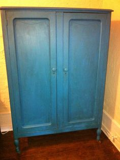 I Chalk Painted My Great Grandmother S Wardrobe In Pea Blue Paint