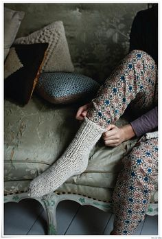 these socks look so warm and cozy! Wish I knew how to knit my own wool socks… Look Fashion, Winter Fashion, Girl Fashion, Fashion Models, Cozy Socks, Knit Socks, Woolen Socks, Cabin Socks, Bed Socks