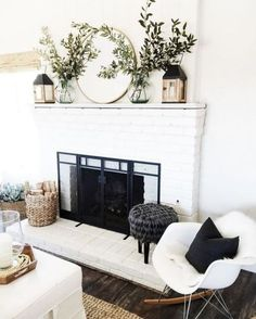 When you live in a city with four seasons, surely you need a fireplace in your home. Fireplace now is not only about warming your home, but also about home decoration. In holiday, decorating the firep Home Living Room, Living Spaces, Living Area, Living Room Mantle, Fixer Upper Living Room, Cozy Living, Apartment Living, Sweet Home, Diy Casa