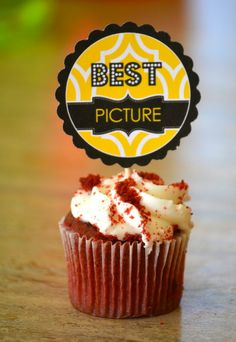 Oscar Party cupcake #cute #oscar #movie #watching #party #awards #trophy #cupcake