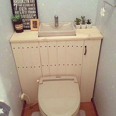 丁寧なDIY作品を投稿していただいているyuikokaさん。100均アイテムをうまく利用したDIYはとても素敵です♪今回は「タンクレス風トイレ」DIYをご紹介いただきます。今、新築やリフォームでも人気のタンクレストイレ。それが、DIYで実現できてしまうんです!見た目もスッキリ、棚も増えるいいこと尽くめ。もちろん賃貸でも対応可能です☆