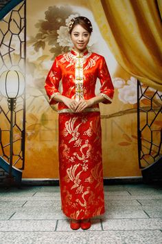 My future mother-in-law got me a dress like this. I need to to take it in to look like this Traditional Chinese Wedding, Bridal Dresses, Bridesmaid Dresses, Older Bride, Asian Bride, Tea Length Wedding Dress, Ao Dai, Accessories Shop, Wedding Accessories