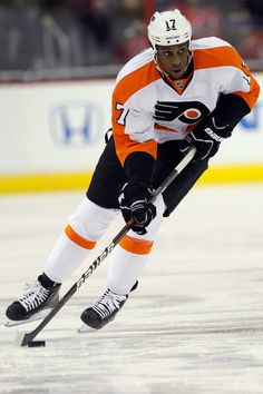 Wayne Simmonds, Right winger for Philadelphia Flyers. Recently named NHL 1st Star of the Week, scoring 5 G in 4 games with less that 15 minutes per game ice time. http://prohockeytalk.nbcsports.com/2012/04/02/wayne-simmonds-is-the-nhls-first-star-of-the-week/