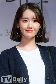 Korean beauty trends are well-known throughout the world. The Korean beauty industry has experienced a tremendous increase over the past few years. Be it skin regimes or hair trends, Koreans seem t… Medium Hair Styles For Women, Medium Short Hair, Short Hair Styles, Korean Beauty, Asian Beauty, Girls Generation, Singer Fashion, Idole, Yoona