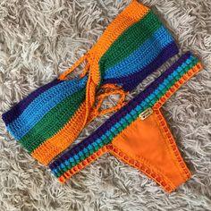 A imagem pode conter: 1 pessoa Motif Bikini Crochet, Crochet Halter Tops, Cute Crochet, Crochet Top, Knit World, Crochet Lingerie, Bikini Inspiration, Crochet Woman, Crochet Fashion