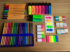 Es un publicarlo notas y bolígrafos de colores.  Me gusta la marca Stabollo Boss.