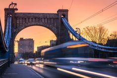 Jarek Ciuruś Fotografia    Poranne godziny szczytu. Gorące niebo, Most Grunwaldzki i pędzące pojazdy.
