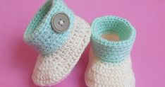 Crochet crosia Baby Cuffed Booties Free pattern with picture tutorial by Crochetcrosiahome.