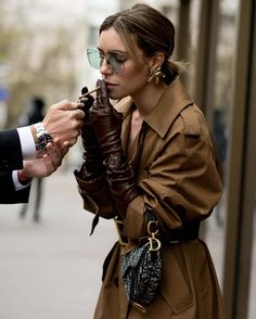 Do you want your hair to look perfect and match your street style? Then, here are 91 gorgeous street style hair styles to inspire! Paris Fashion, Winter Fashion, Fashion Fashion, Classic Fashion, Bohemian Fashion, Fashion Vintage, Unique Fashion, Fashion Styles, Retro Fashion