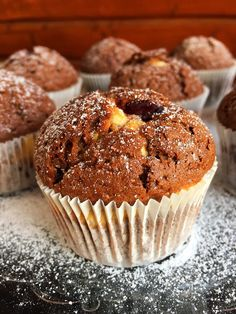 15 perces meggyes-túrós muffin - GastroHobbi Cheesecake Pops, Yummy Cookies, Winter Food, Love Food, Food To Make, Fudge, Vegan Recipes, Food Porn, Dessert Recipes