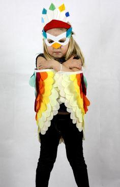 Bird Set Childrens Costume Wings, Mask & Feathered Crown fancy dress kids door sparrowandbcostumery op Etsy https://www.etsy.com/nl/listing/160050670/bird-set-childrens-costume-wings-mask