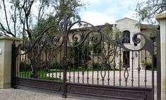 custom wrought iron gates are incredible gate choice to have in your home. It is because wrought iron is excellent from the durability and its expressions Iron Fence Gate, Cast Iron Fence, Wrought Iron Driveway Gates, Fence Gates, Metal Gates, Wood Gates, Fencing, Wrought Iron Gate Designs, Fachada Colonial