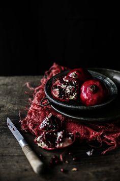 Galinha assada com marinada de romã, hortelã e cravinho # Roast chicken with pomegranate, mint and clove marinade