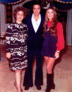 Elvis With Tupelo Friend Janelle McComb and Linda Thompson -  December 1972 - Graceland