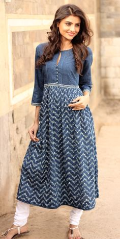 Side-sectioned-hair-with-half-down-curls Latest Kurti Designs 2019 From Top 20 Kurti Designers These Days. For neck design* Kurta Designs Women, Salwar Designs, Blouse Designs, Kurta Patterns, Dress Patterns, Indian Attire, Indian Ethnic Wear, Saris, Ethnic Fashion