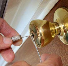 Cómo quitar una llave rota en una cerradura con forma de herradura