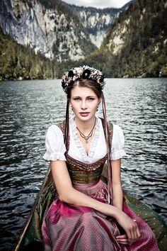 """Lena Hoschek Tradition A/W2014-15  """"Dirndl Marie"""" und """"Dirndlbluse Feistritz"""" www.lenahoschek.com"""