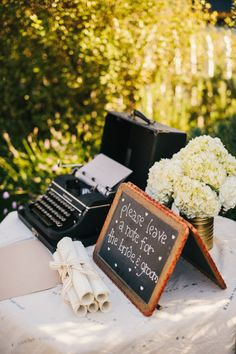 typewriter for guests to leave notes for the bride & groom