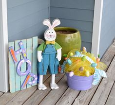 Patrick's Day Basket Easter Baskets, Gift Baskets, Dried Flower Wreaths, Chocolate Coins, Easter 2020, Leprechaun, Birthday Presents, Hostess Gifts, Mardi Gras