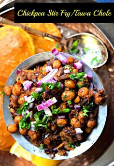 Chickpea Stir Fry/Tawa Chole - Cookilicious Chickpeas stir fried along with Indian spices and seasonings to produce this lip smacking curry.