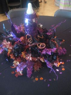 halloween themed baby shower glitter centerpiece, this makes me so sad I don't get a baby shower, a Halloween one would have been so fun.